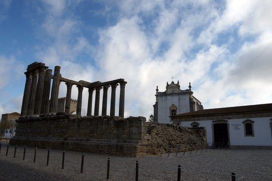 Pousada Convento de Evora: Diana Temple and Pousada