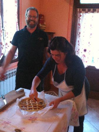 Podere Le Manzinaie: Marzia and Russ create Plums Pie