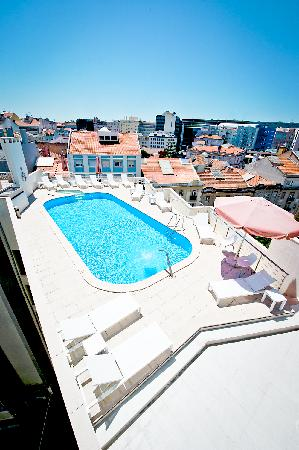 Rooftop swimming pool picture of sana reno hotel lisbon tripadvisor for Lisbon boutique hotel swimming pool