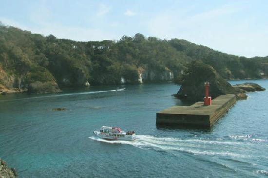 Sawada Kouen Rotenburo : 赤灯台と防波堤と柱状節理の風景