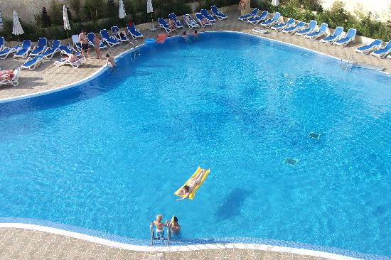 Las Piramides: pool pic from balcony