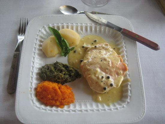 Restaurante Colbert: Salmon filet in creamy green pepper sauce