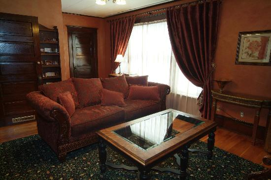 Greenbriar Inn : Lounge on second floor