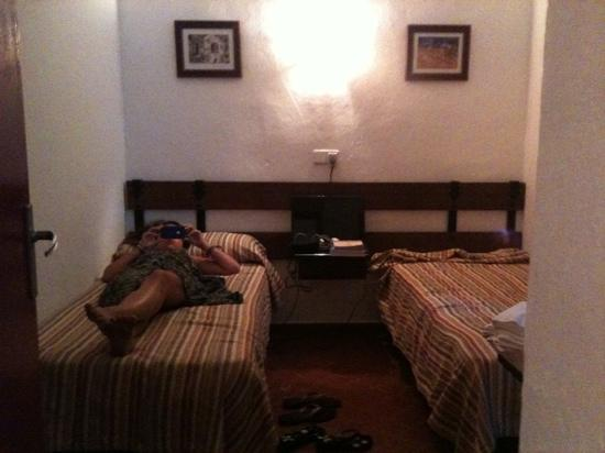 Hostal El Castillo: This is one of the very comfy bedrooms.