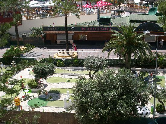 Apartamentos Torre San Diego: view from our room over looking bars