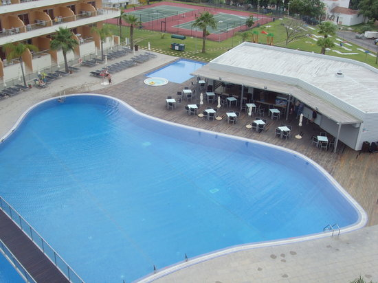 Hotel Apartamento Balaia Atlantico: massive pool