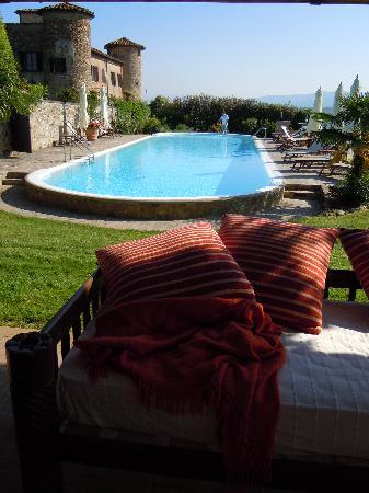 Castello di Gabbiano: hotel e piscina