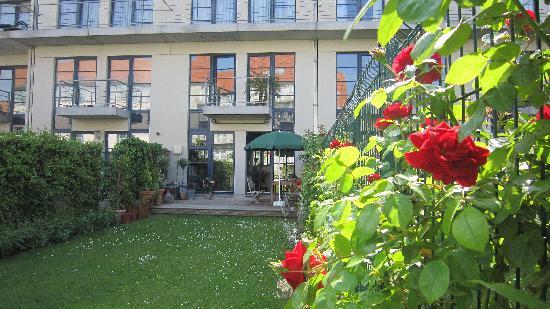 A-XL Flathotel: Le jardin en MAi