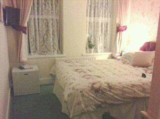 Amberlea Guest House : Bedroom (only had mobile to take 'photo so not best quality).