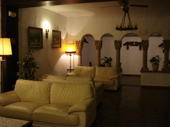 Hotel El Cid: lounge area