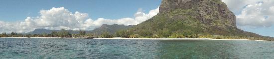 Paradis Beachcomber Golf Resort & Spa: The Paradis beach - off the speedboat!