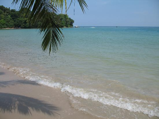 Karon Sea Sands Resort & Spa: Patong Beach, a 10 minute drive away