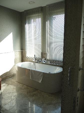 Xanadu Island Hotel: Romandce Suite
