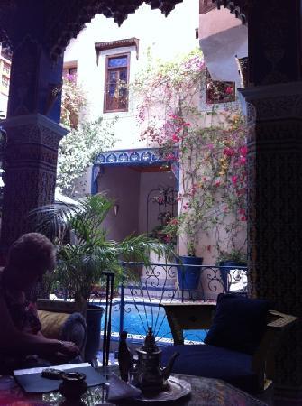 Riad Puchka : mint tea by the pool !