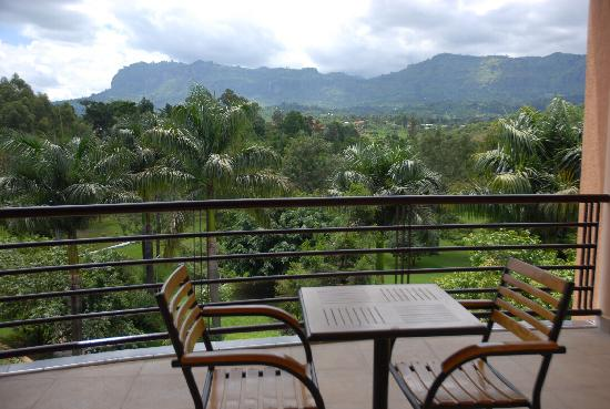 Mbale Resort Hotel: Enjoying clouds over mt.wanale