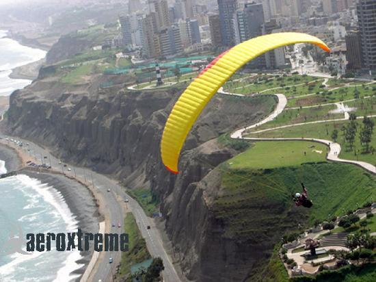 Aeroxtreme Escuela de Parapente: Paragliding Miraflores