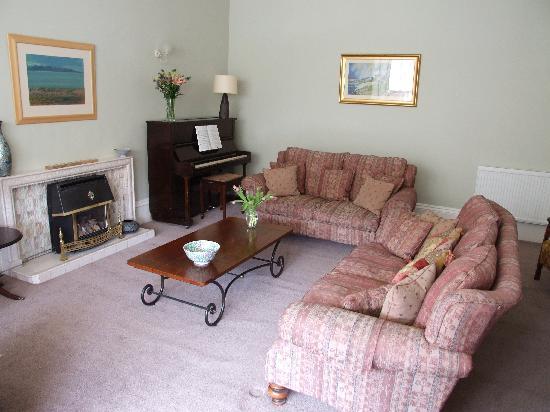 Belmont Guest House: Visitors Lounge
