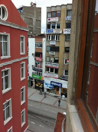 Riad Puchka : hotel right next to main street / shopping / chemist etc