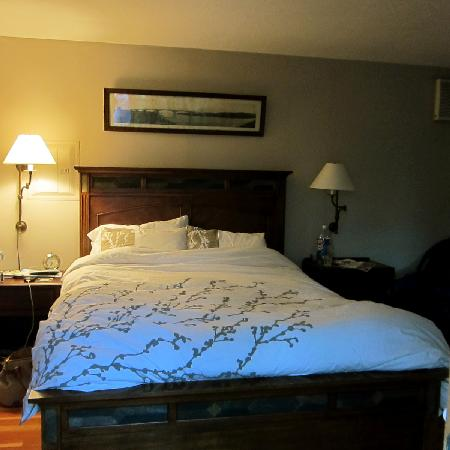 Coho Cottages: the bed