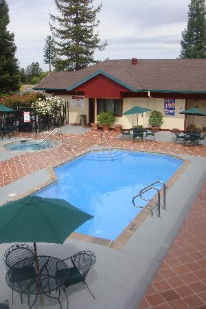 BEST WESTERN PLUS Placerville Inn: Pool