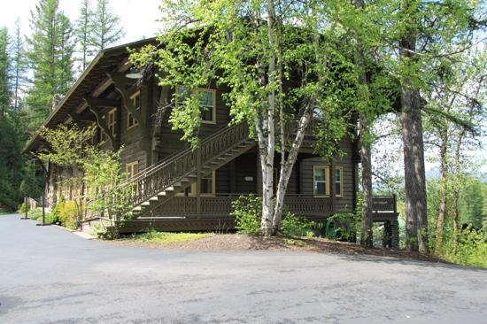 Belton Chalet: view of the lodge from the parking lot