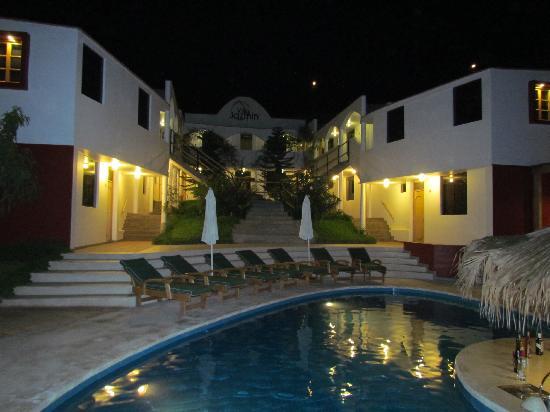 Hotel Villa Jazmin: the hotel evening time