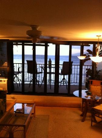 Kaleialoha Condominiums: living room and lanai