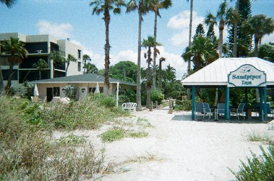 Sandpiper Inn: View of the Inn from the Beach