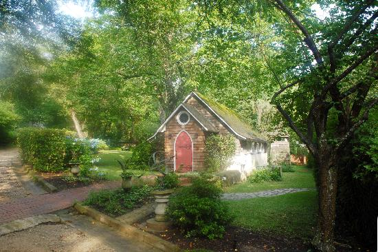 Rose Hill Estate: Adorable chapel