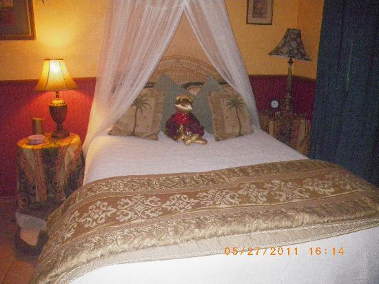 Hillcrest Bed & Breakfast: Garden View Queen Bed