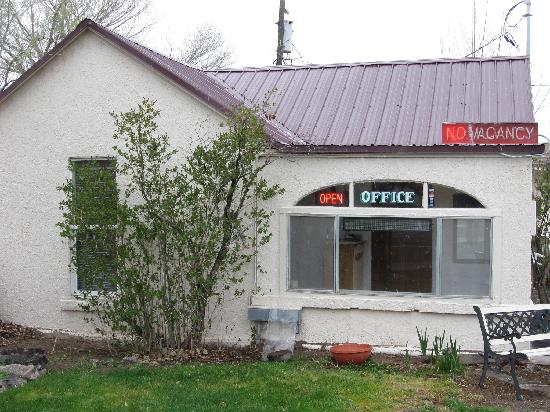 Midway Motel : Office