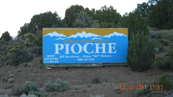 Pioche, Νεβάδα: Look for this sign when traveling nroth or south on NV Hwy 93