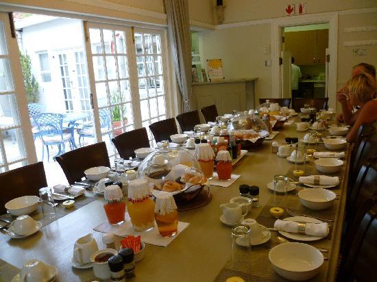 Leeuwenvoet House: breakfast table