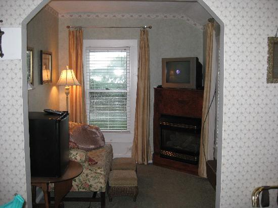 The Hotel Saugatuck: sitting area (Beaujolais room)
