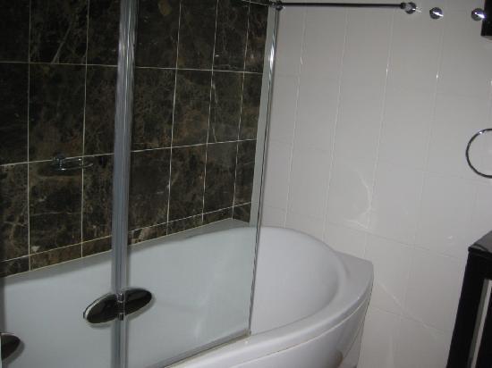 Rydges Mount Panorama Bathurst: Bath