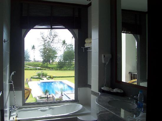 Khao Lak Riverside Resort & Spa : 201 bathroom view