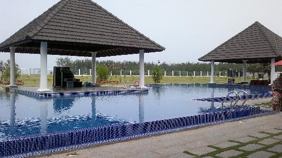 Le Pondy: Beautiful pool