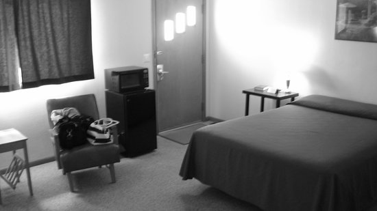 Chinook, MT: large, clean room