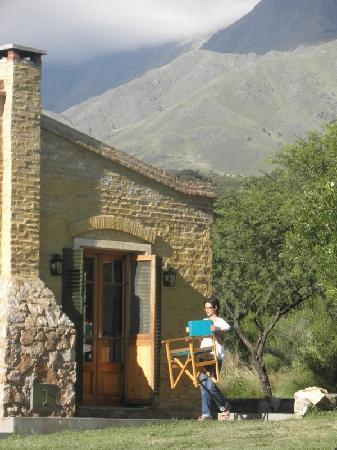 El Rancho de Julieta & La Estacion : Cabin with mountains behind