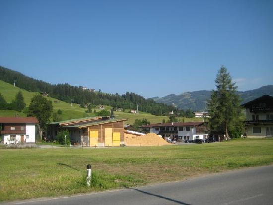 Kirchberg, Österrike: View from outside the hotel