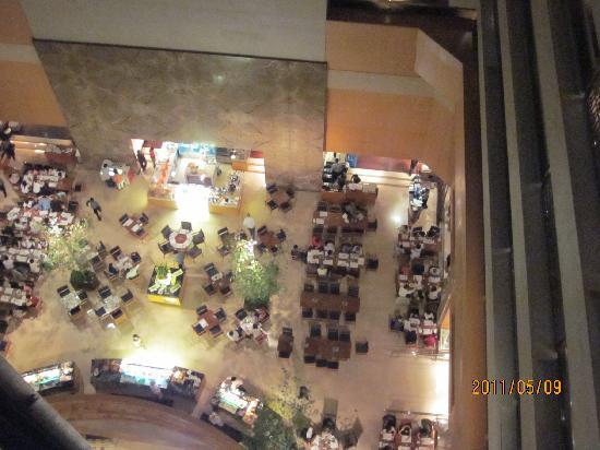 Sheraton Grand Taipei Hotel: 1階にある朝食のレストランは地元でも人気のキッチン21吹き抜けになってて広々でした。