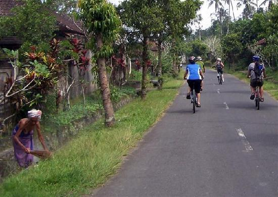 Bali Countryside Cycling Tour: Biking through a wee village