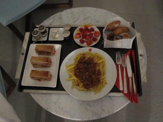 Hotel Sezz Saint-Tropez: Le room service