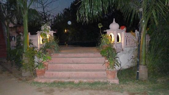 Raj Palace Resort, Ranthambhore : Swimming Pool Entrance