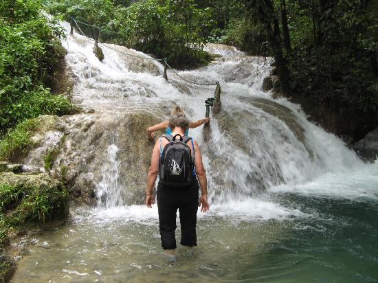 Villa 25: Mele Cascade Waterfall Walk