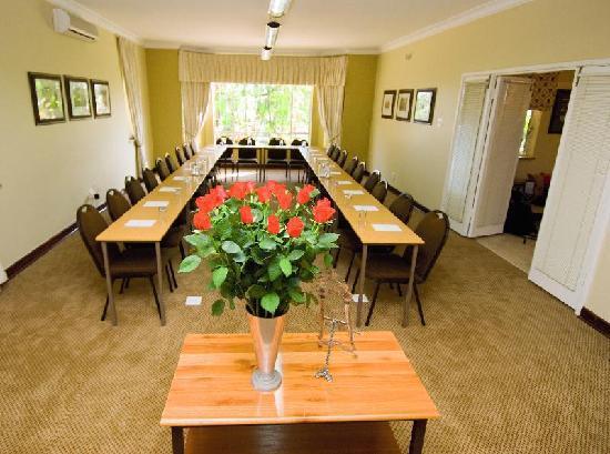 Hilltop Manor Bed & Breakfast: Conference Room