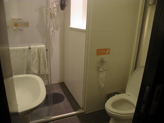 Orange Hotel (Beijing Wangjing): Bathroom have all the Amenities