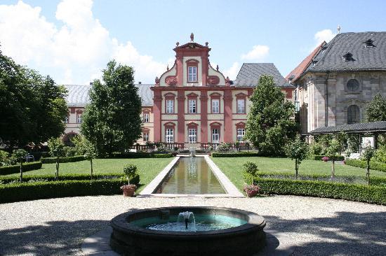 Fulda, Germany: Blick in einen Klostergarten