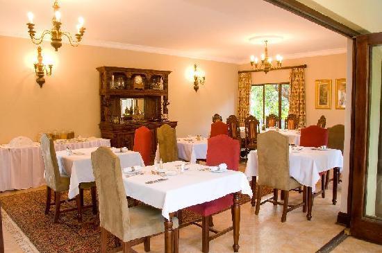Hilltop Manor Bed & Breakfast: Breakfast Room