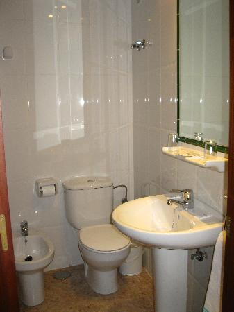 Hotel Riviera: Baño 1